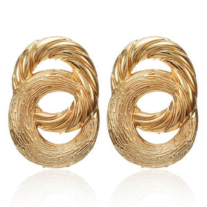 These vintage golden geometric earrings are classic addition to your look. They are trendy and stylish enough to give you bling and class. Perfect for engagement , anniversary , birhtday , dinner , party or date.