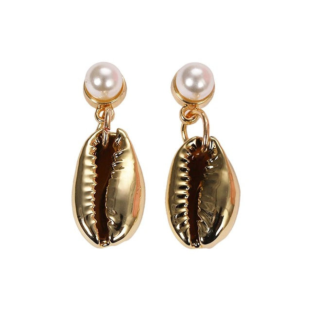 Shells and beads are the latest jwellery trends of 2019. These shell drop earrings are elegant yet trendy to give you a signature look. Perfect for day wear , formal , semi formal , parties and gifts.