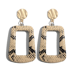 These leapord print geometric drop earrings are style statement for the year 2019. Leather material and chunky hoops give these earrings a new depth of style. Perfect for semi-formal , formal and party look.