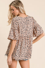 Load image into Gallery viewer, A short sleeve leopard woven top featuring ruffle with frill details