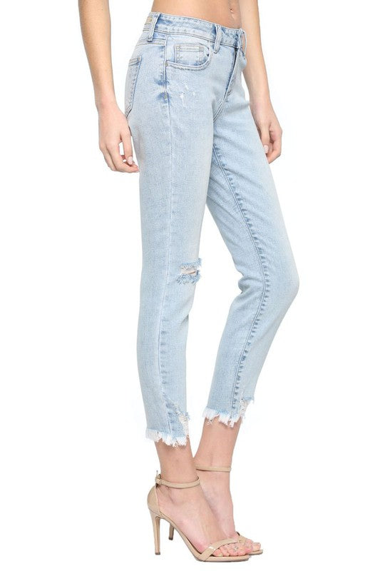 Mid Rise Distress Crop Skinny w. Frayed Hem