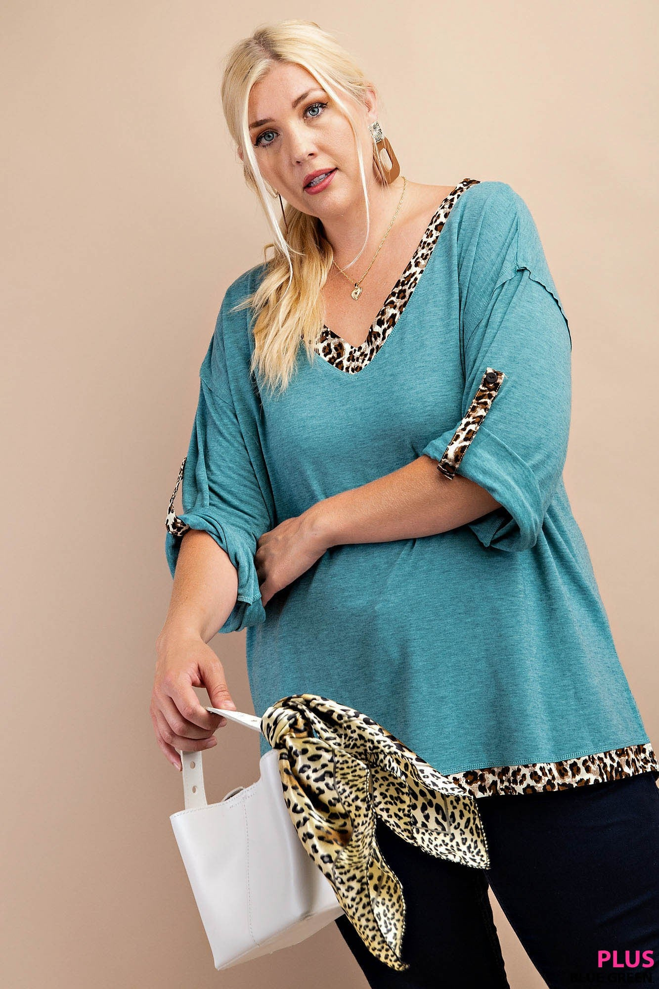 V NECK ANIMAL PRINTED TOP