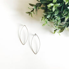 Load image into Gallery viewer, Lens Shape Delicate Earring - Silvertone