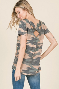 WIDE X-STRAP CAMO PRINT SHORT SLEEVE TOP