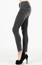 Load image into Gallery viewer, WASHED FRAYED SIDE HEM SKINNY JEAN