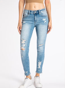 Mid rise Distressed Ankle Skinny Jean