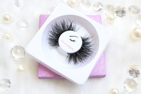 These 5D luxurious mink lashes are called Drama and are 25mm in length. They are very dramatic, fluffy, full, and comfortable to wear on the lids. The thin lashband, makes the application process a breeze.