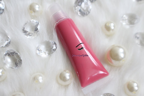 Strawberry Dream is a gorgeous pink hydrating gloss that smells just like her name. This gloss is also vegan, gluten-free, high shine, smooth and long lasting. It's made with premium rich ingredients to keep your lips soft, moisturized and luscious without feeling sticky. Strawberry Dream is available in a squeeze tube and a wand tube (doe foot applicator) for a more precise application.