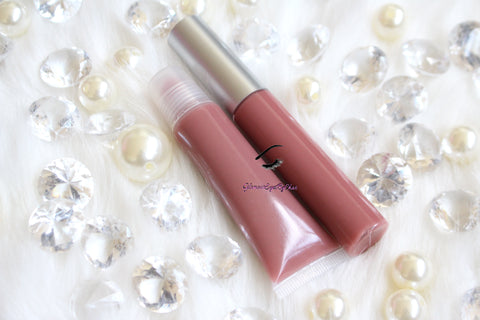Lala is a gorgeous nude pink hydrating gloss. This gloss is also vegan, gluten-free, high shine, smooth and long lasting. It's made with premium rich ingredients to keep your lips soft, moisturized and luscious without feeling sticky. Lala is available in a squeeze tube and a wand tube (doe foot applicator) for a more precise application.