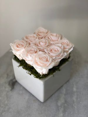GWYNETH PRESERVED ROSE ARRANGEMENT