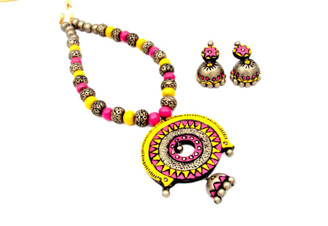 Buy Terracotta Jewellery Set with intricate decorative pendant - Samreedhi Handicrafts