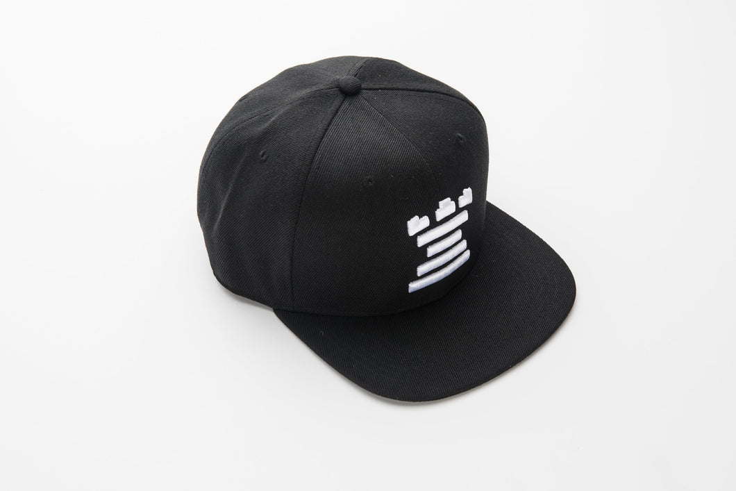 Black basic cap