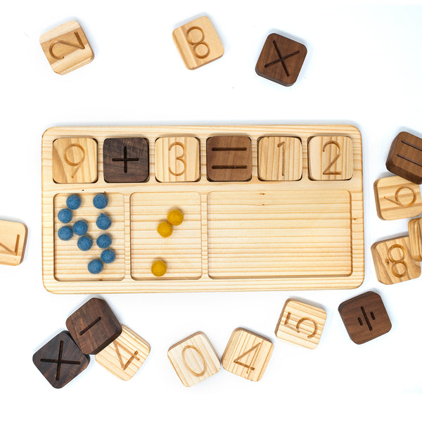 Number Cube Board with Number Cubes (2 sets 0-9 and symbols)