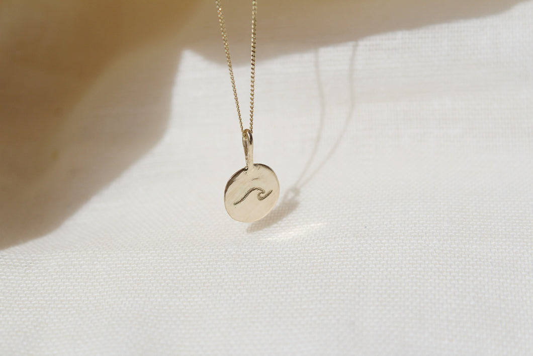 Minimalist gold wave necklace