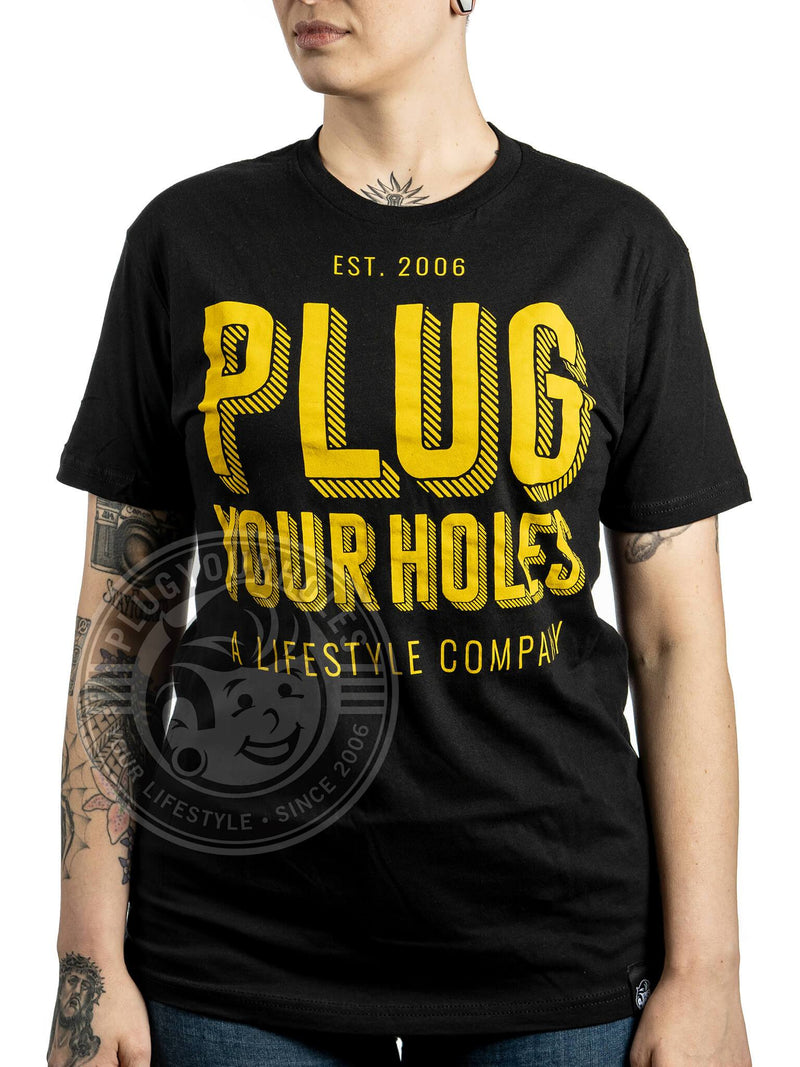 PlugYourHoles Gold Stacked - Black - Unisex Tee