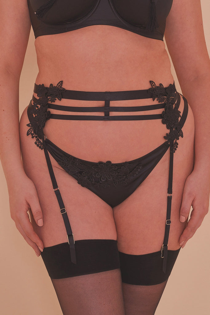 Virginia Guipure Suspender Belt Curve