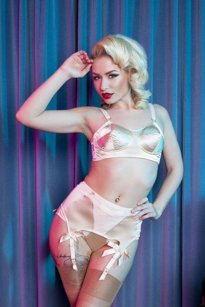 Bettie Page Peach 4 Strap Z Stitch Suspender Belt
