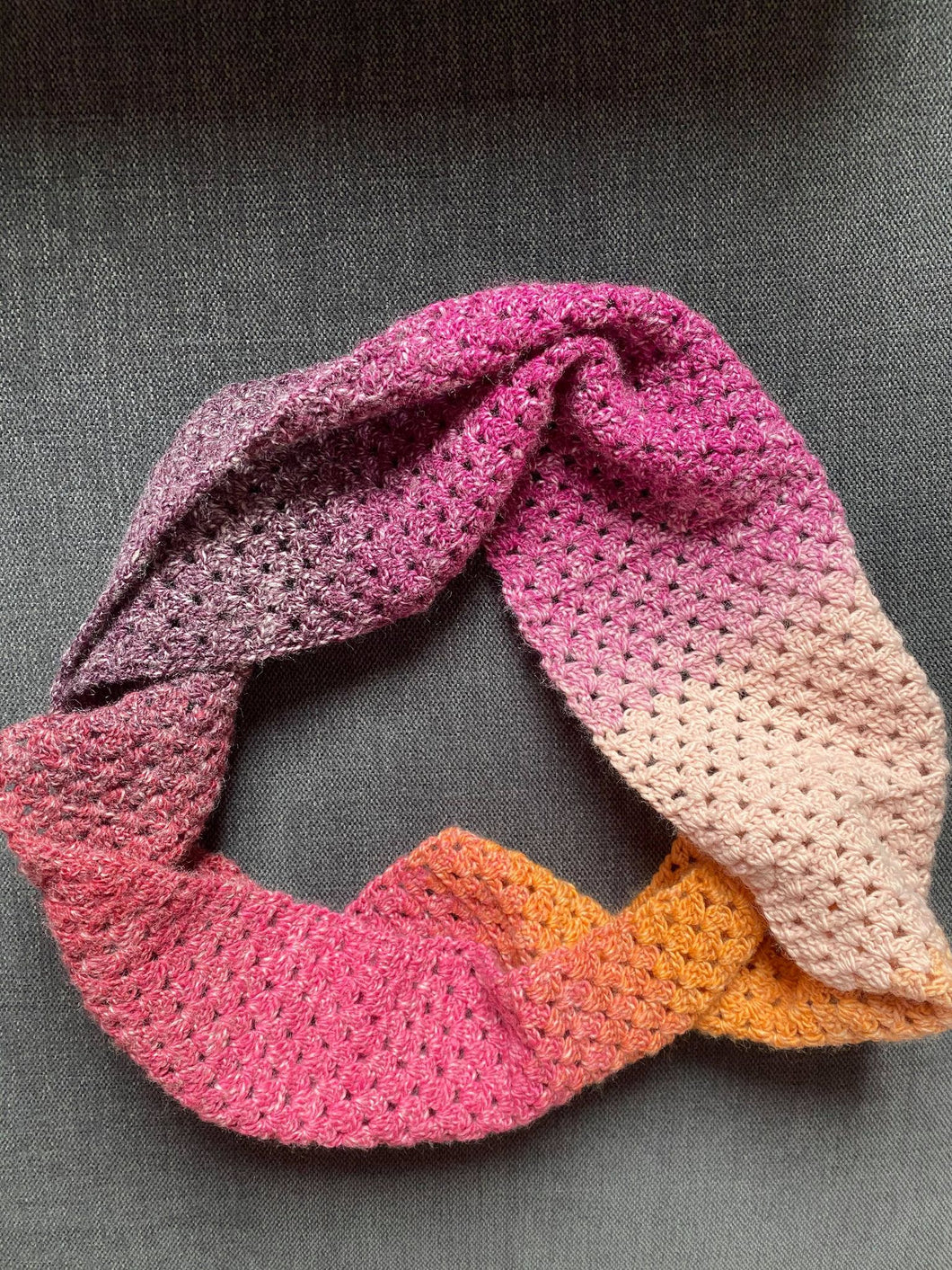 Learn to crochet perfect straight edges with our Gogglefrogs Granny Stripe Cowl Pattern