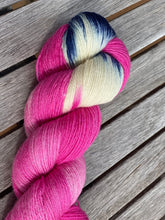 Load image into Gallery viewer, The Streaker - A beautiful White Blue Faced Leicester Yarn from Gogglefrogs