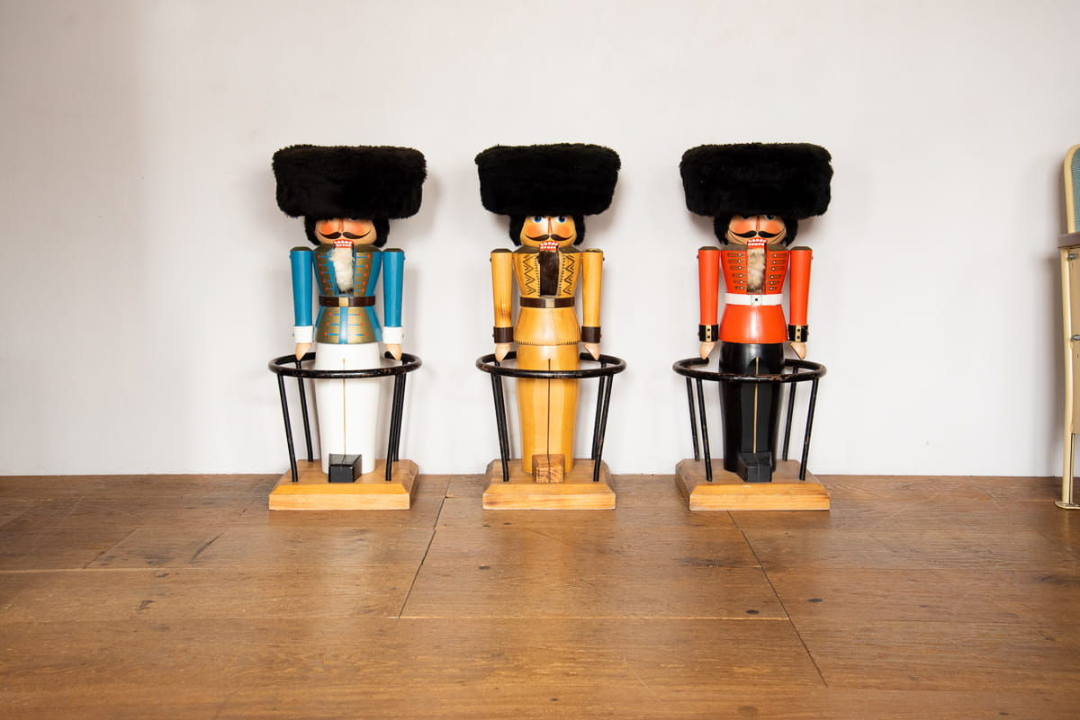 NUTCRACKER STOOL
