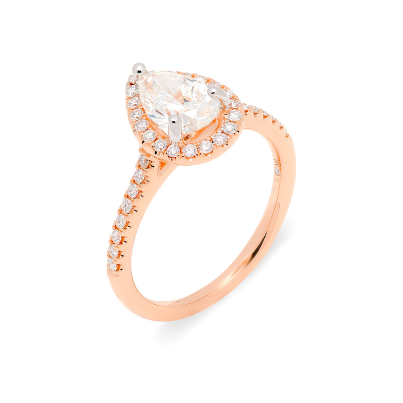 Attractive rose gold engagement ring