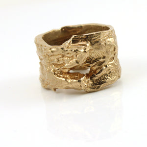 Wide band wood bark texture ring.