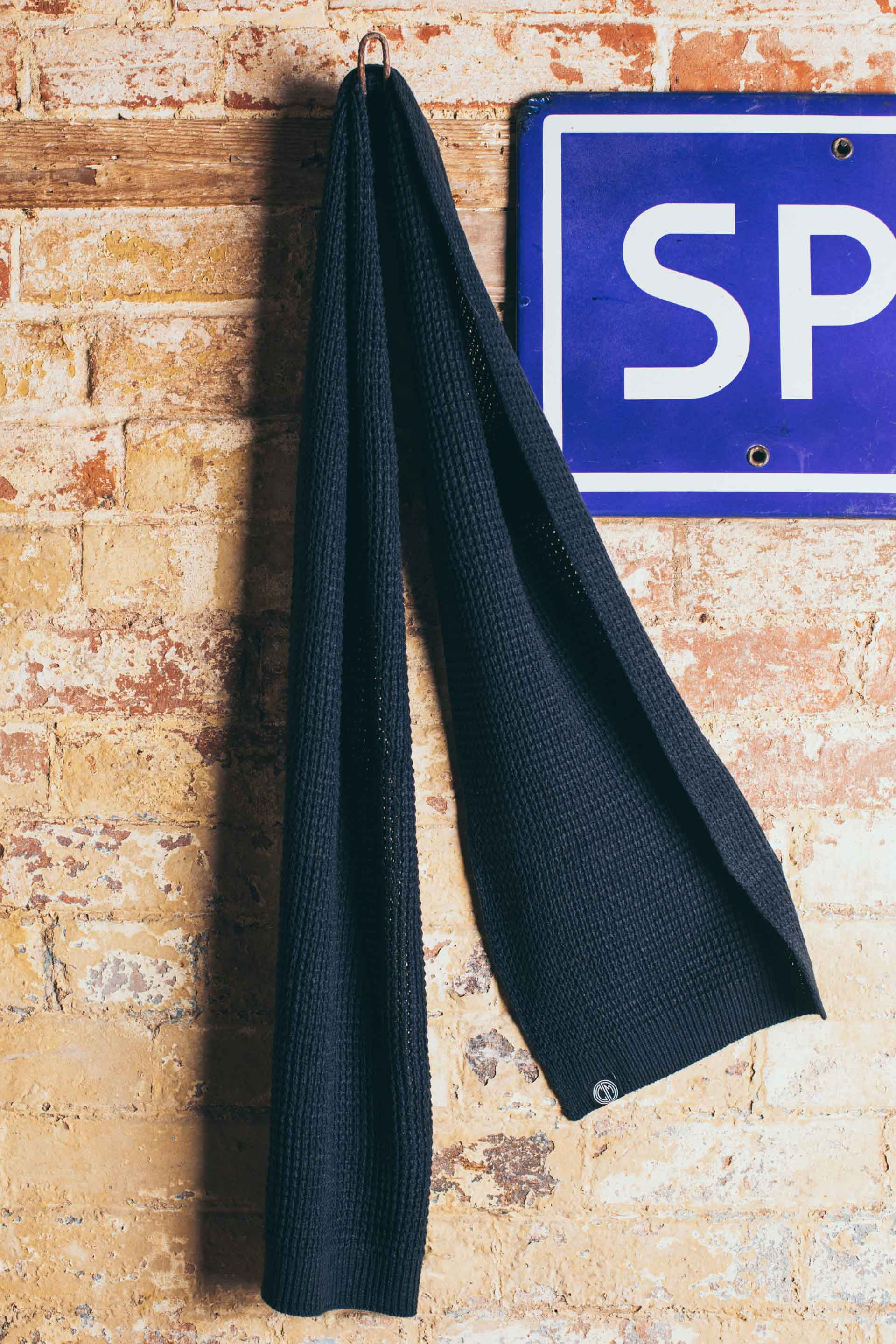 Core Scarf. Navy