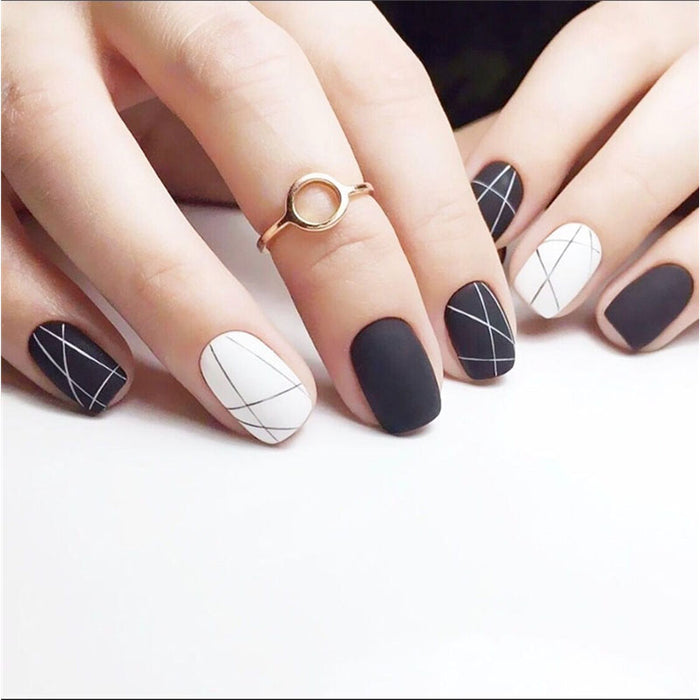 24pcs Vintage Black White Line Short Fake Nails Tips with Glue