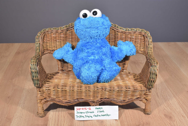 Hasbro Sesame Street Cookie Monster Squeeze A Song 2010 Plush