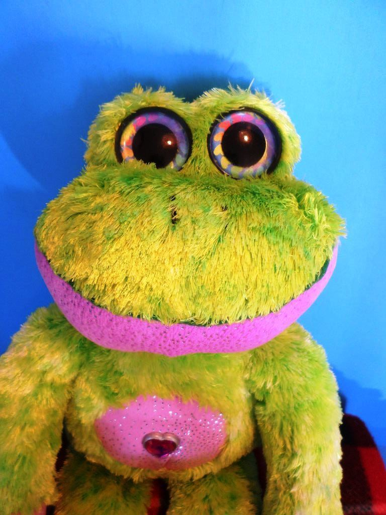 Wild Republic Green and Pink Frog 2013 Plush