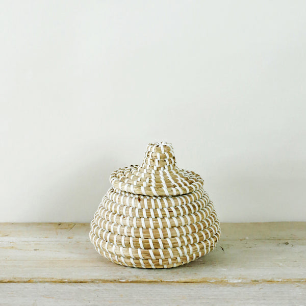 Mini Sukoshi Seagrass Lidded Basket White