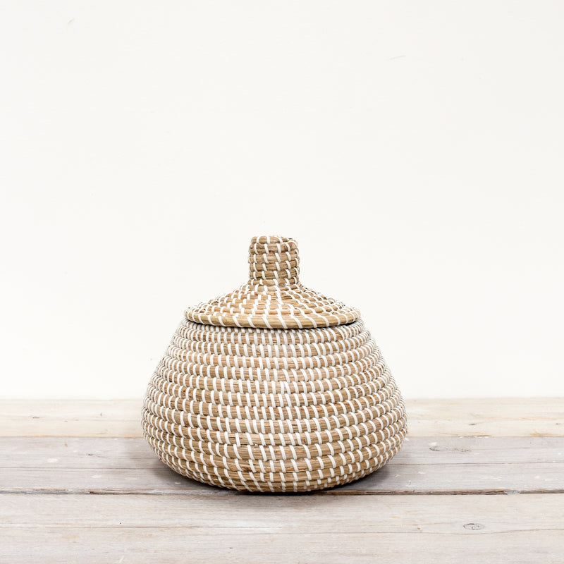 Small Sukoshi Seagrass Lidded Basket White