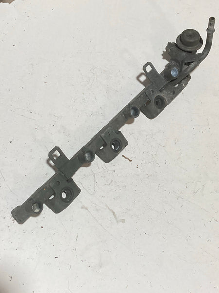 1990-2005 Mazda Miata Fuel Rail W Regulator