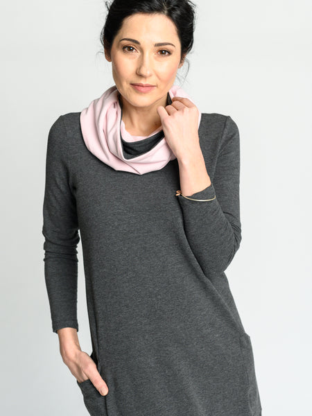 Two-toned reversible Infinity scarf in light grey and light pink.