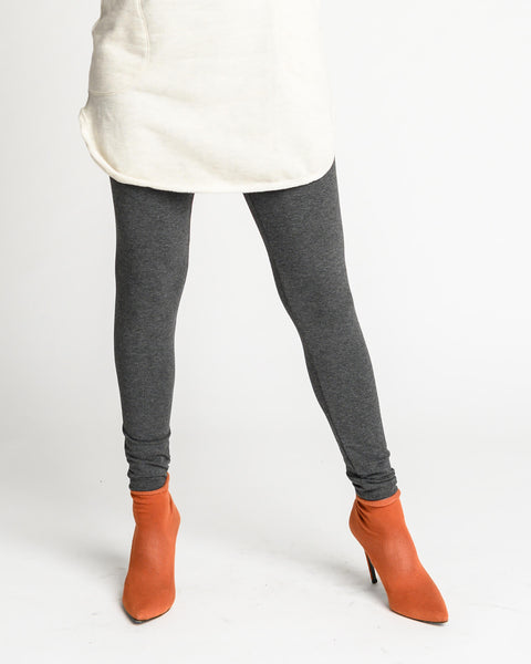Leggings with a wide waistband and long fitted legs for everyday or sports wear.