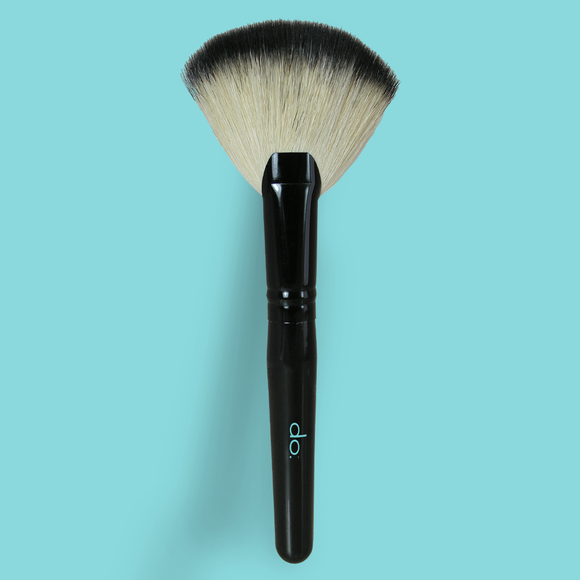 do. Jumbo Kabuki Fan Brush