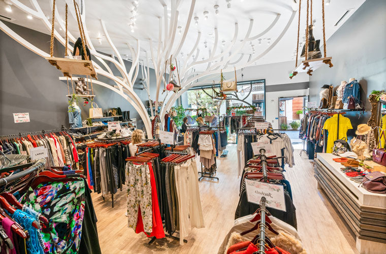 Access Woodland Hills >> Luxury Consignment Boutique In Woodland Hills The Closet