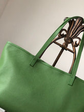 Load image into Gallery viewer, THERESA TOTE - GREEN - Linell Ellis