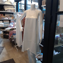 Load image into Gallery viewer, Lindsay Gown - Maisonette Shop