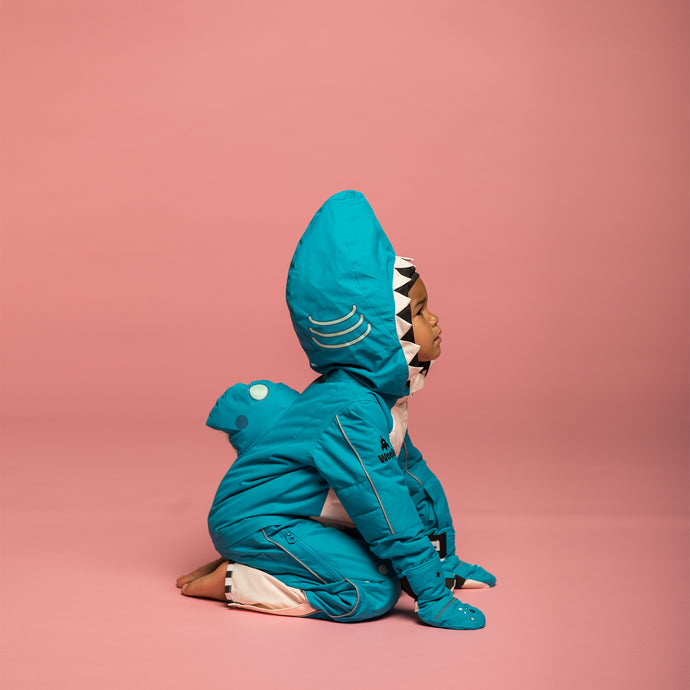 SHARK – SNOWSUIT & GLOVES