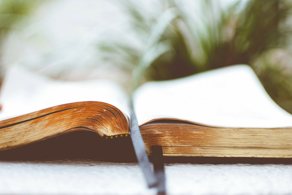4 Spiritual Books That Are Pure Gems of Inspiration & Delight