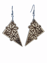 Load image into Gallery viewer, Tiare Earrings