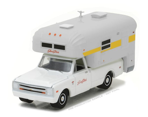 Greenlight 1968 Chevy C10 & Silver Streak Camper