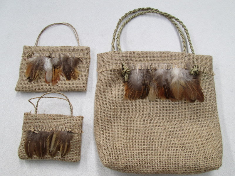 Medium Hessian Kete Feathers