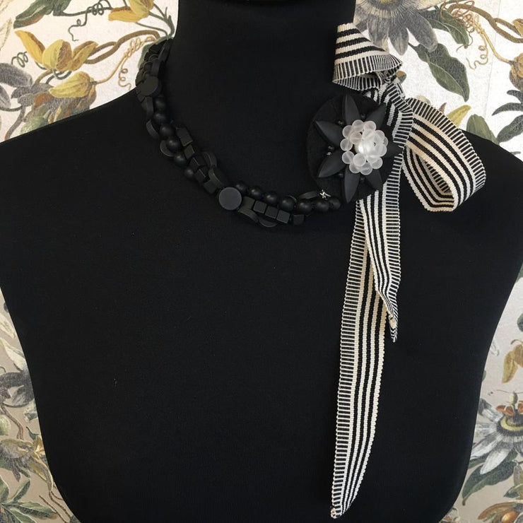 Onyx Tie it up ribbon necklace
