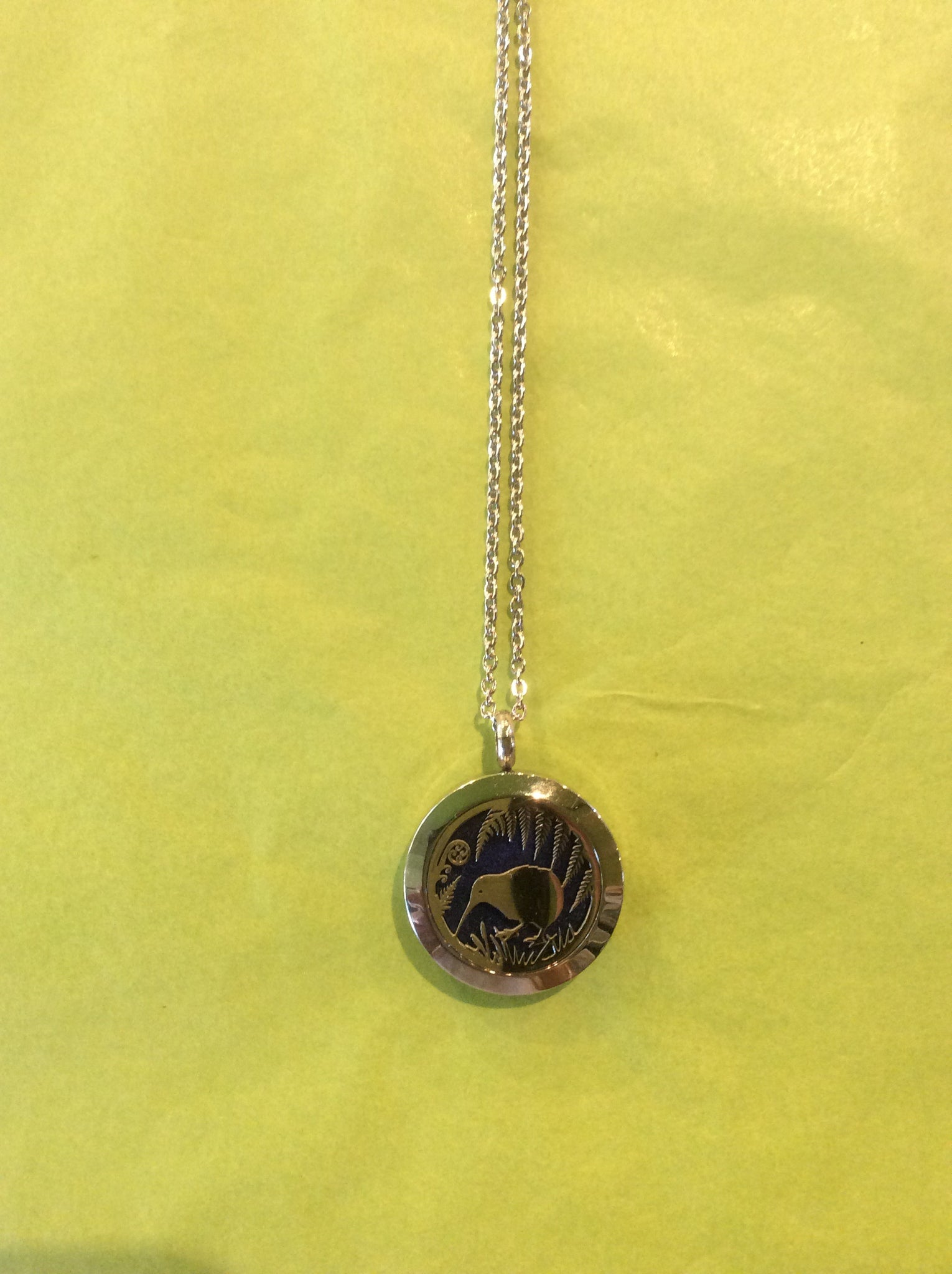 Kiwi Aromatherapy Locket 25 mm