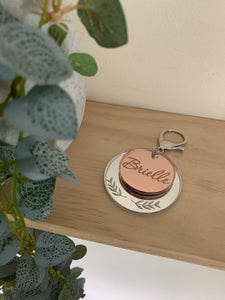 DOUBLE LAYER KEYRING WITH LEAF DETAIL