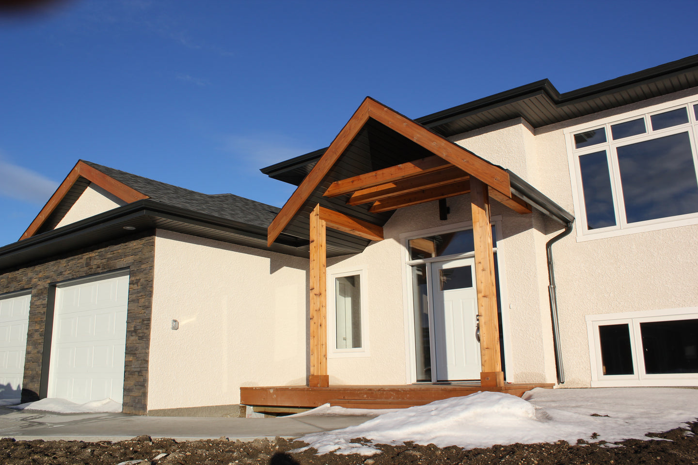 exterior view of custom build home in Niverville Manitoba