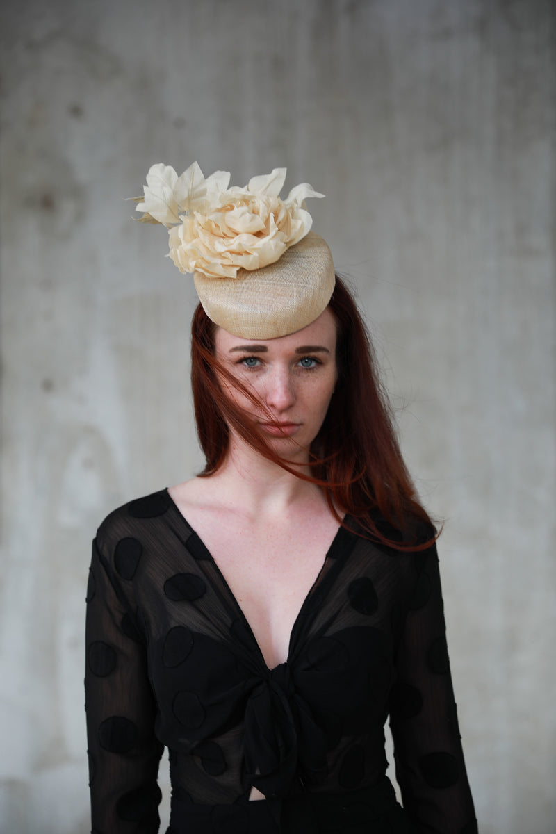 Alyssa is a very elegant fascinator hat that you can use for many big occasions such as weddings if you are the bride, bridesmaid, just as a guest. This hat is made from natural sinamay straw with a handmade flower in cotton. This hat is also available in bespoke colours.