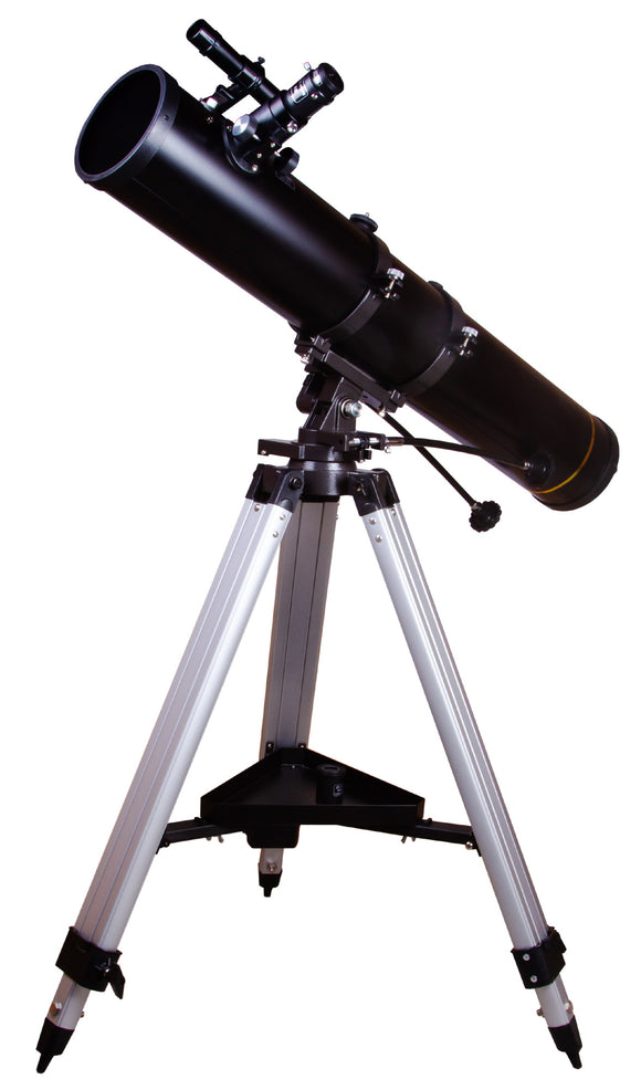 Newtonian reflector. Aperture: 114mm. Focal length: 900mm